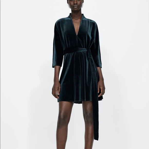 04d22e8f Zara Dresses | Nwt Green Esmeralda Velvet Dress | Poshmark